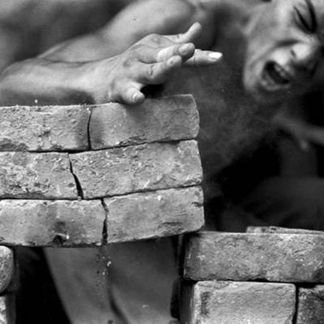 shaolin monk breaking stone